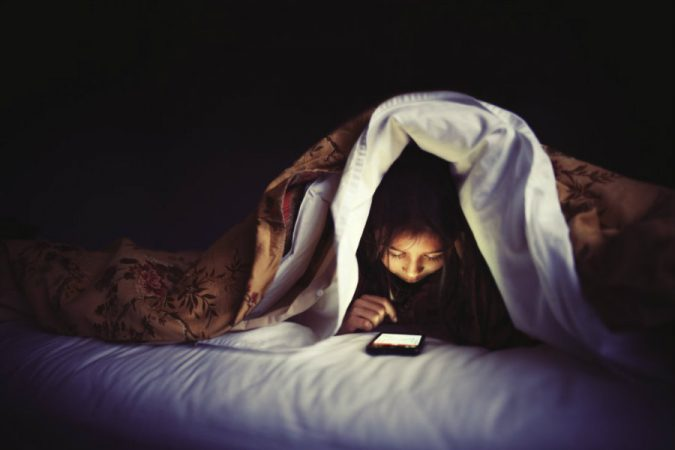 smartphones-insomnia-675x450 9 Ways Your Smartphone is Making Your Life Inferior