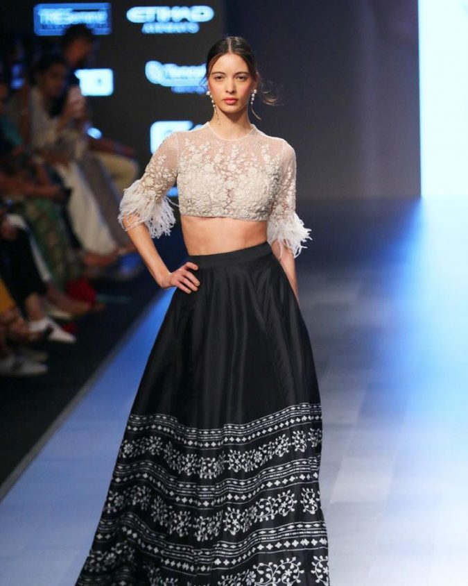 summer-fashion-2018-Crop-Top-2-675x844 15 Biggest Summer Fashion Trends We Are Obsessed with