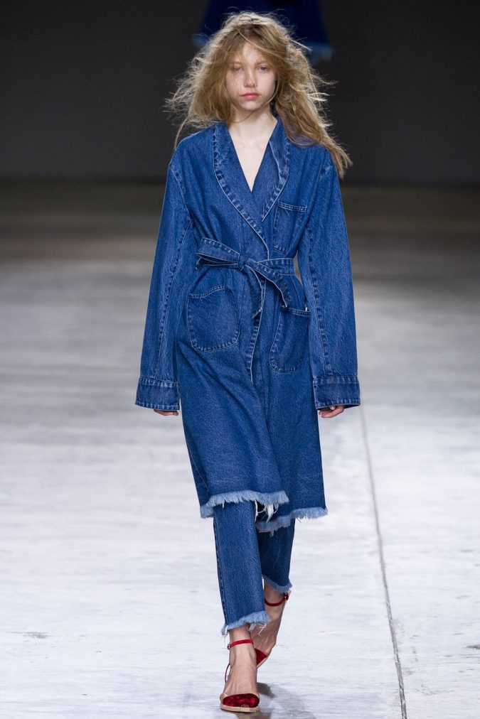 summer-fashion-2018-denim-on-denim-style-675x1012 15 Biggest Summer Fashion Trends We Are Obsessed with