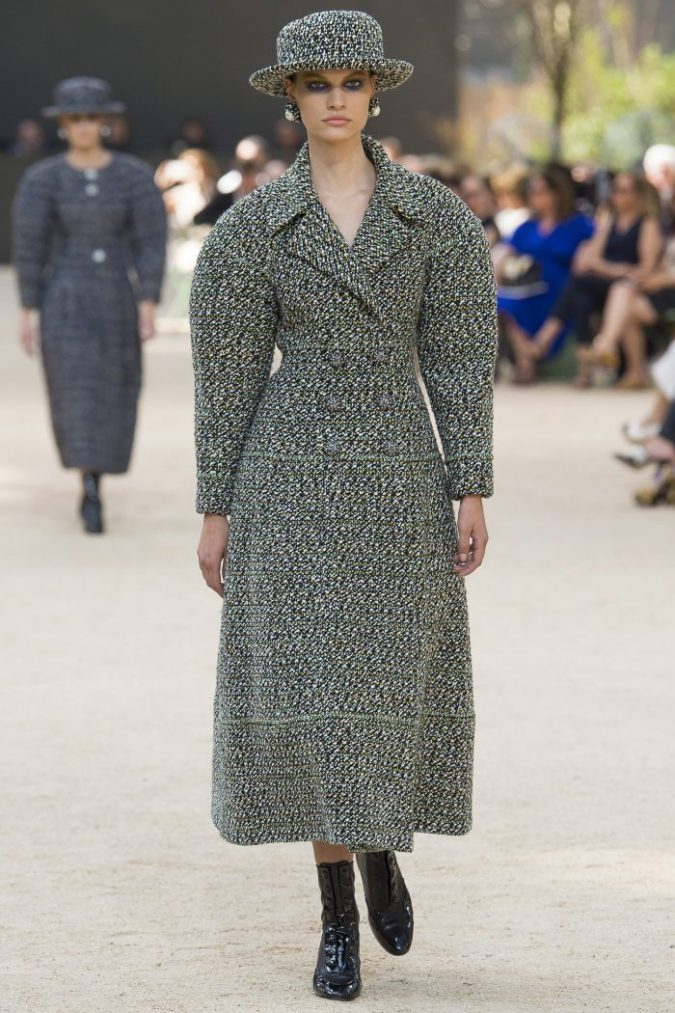 tweed-coat-Chanel-Fall-2017-Couture-at-Paris-Fashion-Week-675x1013 80 Elegant Fall & Winter Outfit Ideas 2018/2019