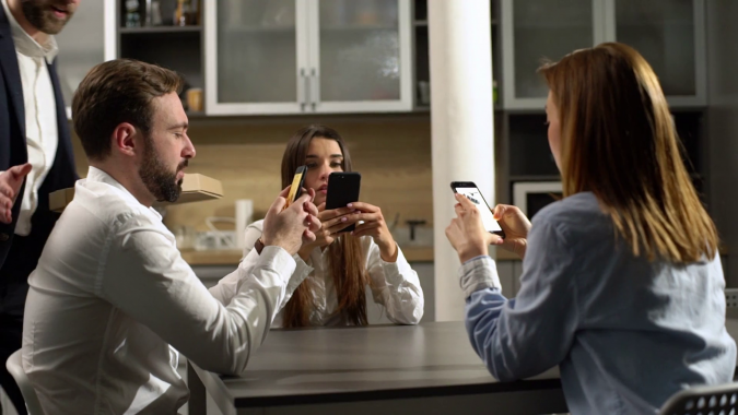 using-smartphones-at-work-675x380 9 Ways Your Smartphone is Making Your Life Inferior