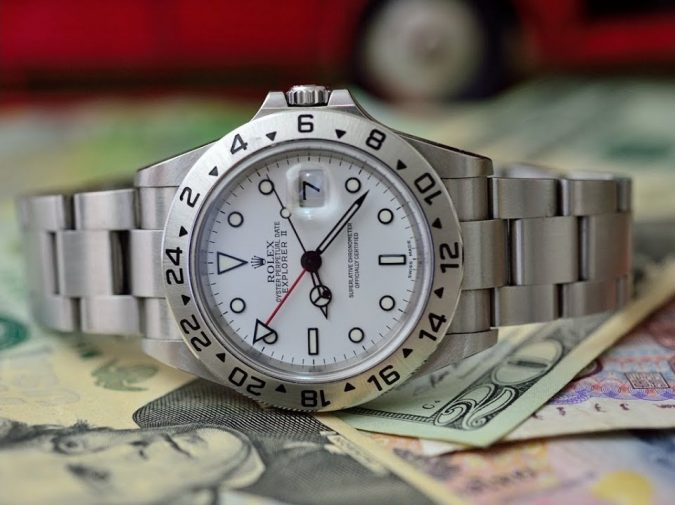 watch-price-money-675x505 How to Choose the Perfect Watch for Your Groom