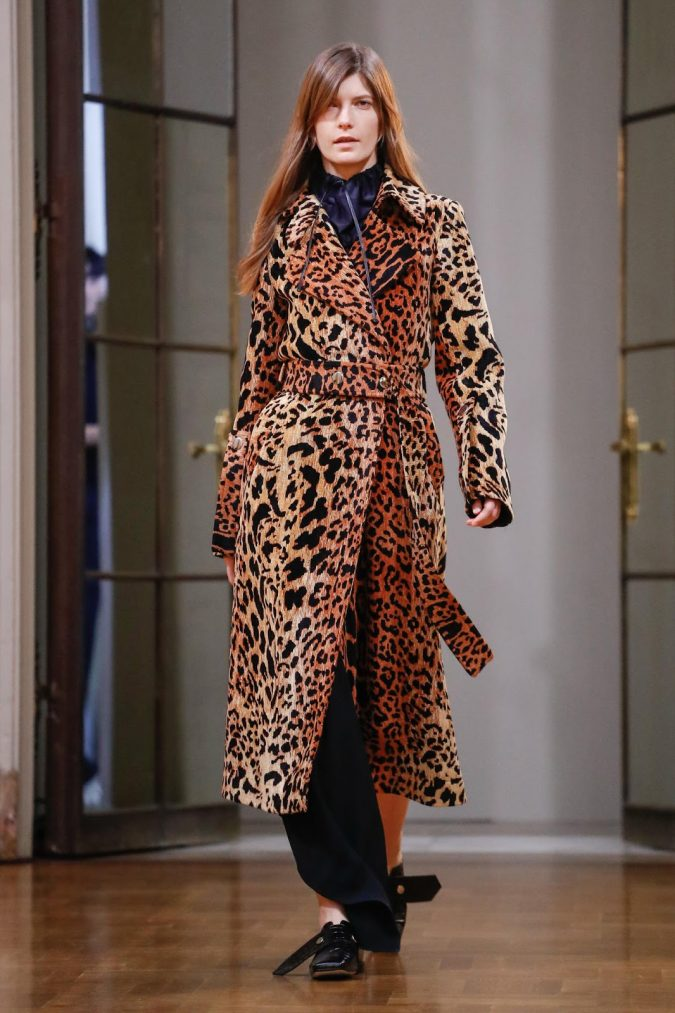 winter-outfit-animal-printed-coat-675x1013 80 Elegant Fall & Winter Outfit Ideas 2020