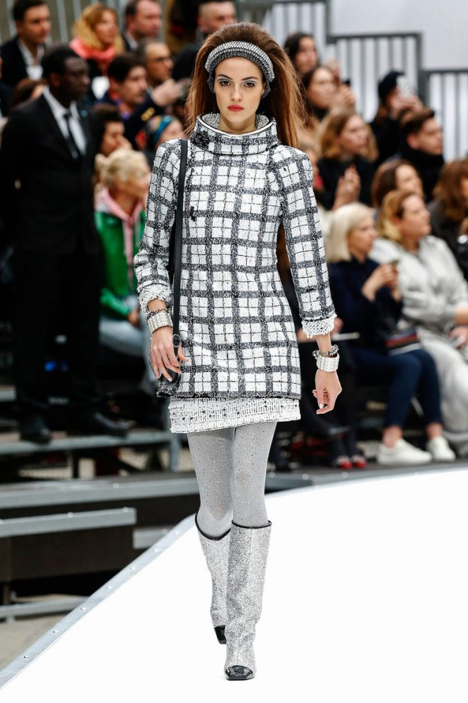 winter-outfit-checked-dress-CHANEL_WCFF17_03-675x1013 80 Elegant Fall & Winter Outfit Ideas 2020