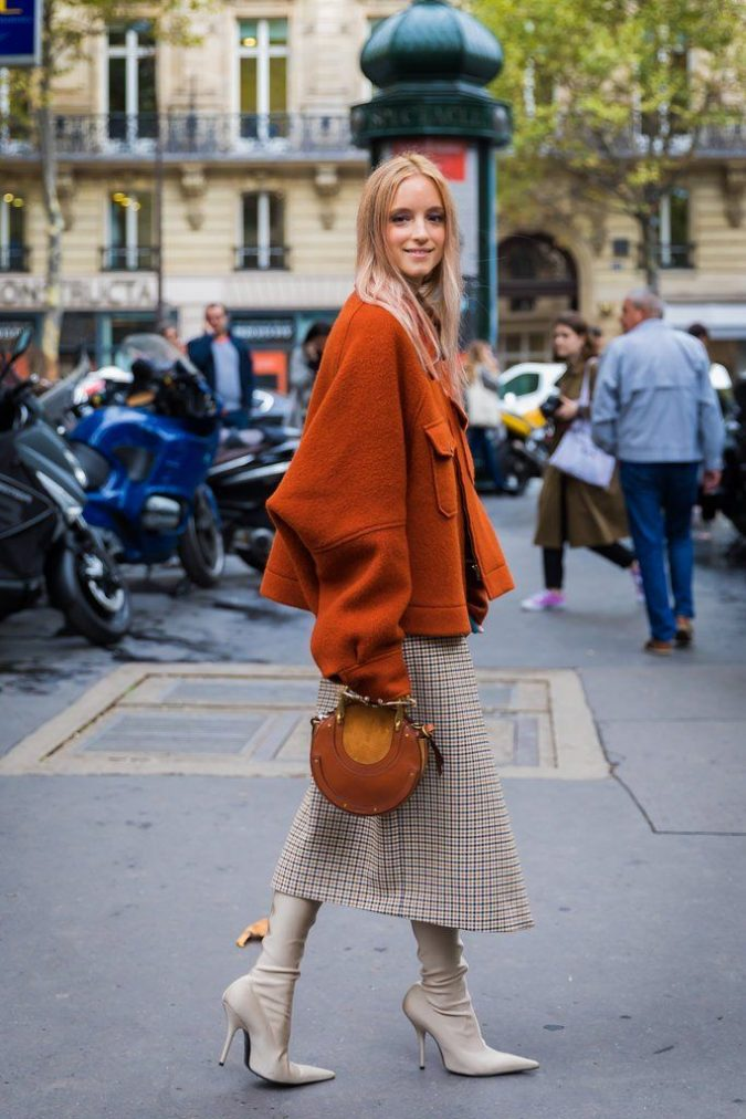 winter-outfit-checked-skirt-675x1012 80 Elegant Fall & Winter Outfit Ideas 2020