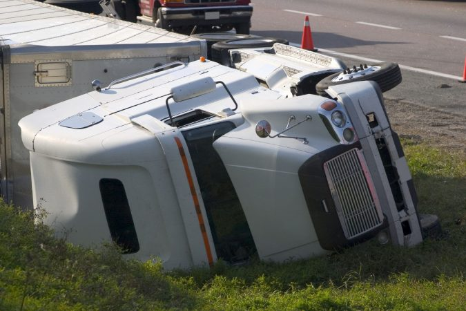 18-wheeler-accident-iStock_000002311686-1-675x450 15 Frightening 18-Wheeler Accident Statistics