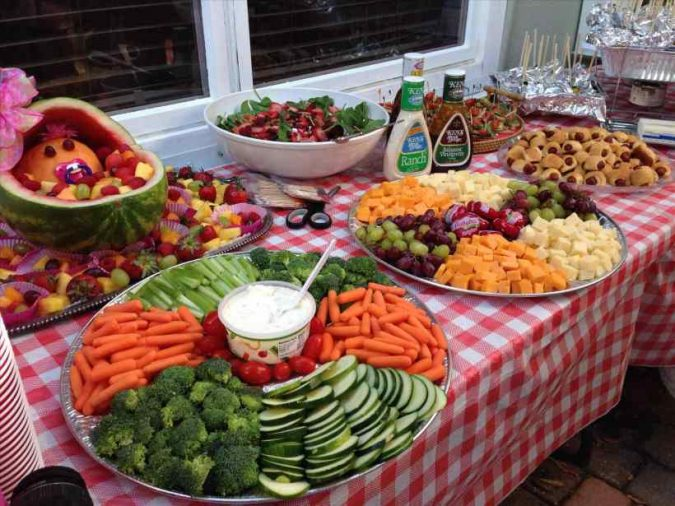 backyard-party-food-675x506 Best 10 Trending Backyard Party Ideas for All the Party Freaks Out There