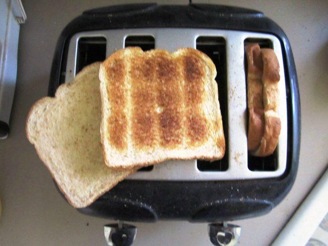 kitchen-gadgets-Toaster-2-675x506 10+ Kitchen Modern Appliances You Must Have