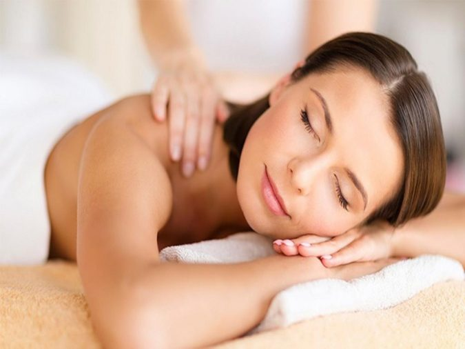 massage-for-relaxation-675x506 Holistic Ways to Fight Stress and Find Peace