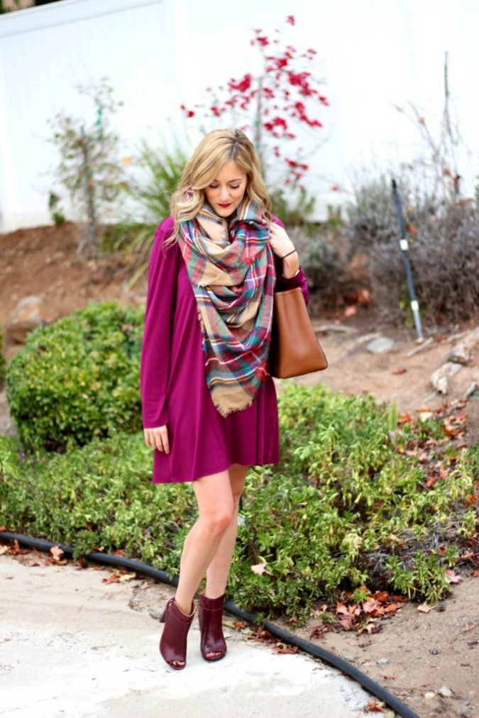 Thanksgiving-outfit-plaid-tartan-scarf-675x1012 8 Trendy Ways to Wear Winter Scarves Creatively .. [2019 Trends]