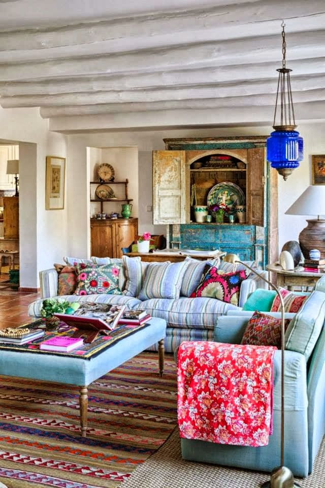 boho-and-classic-living-room-home-decor +45 Stellar Boho Interior Designs & Trends for 2019