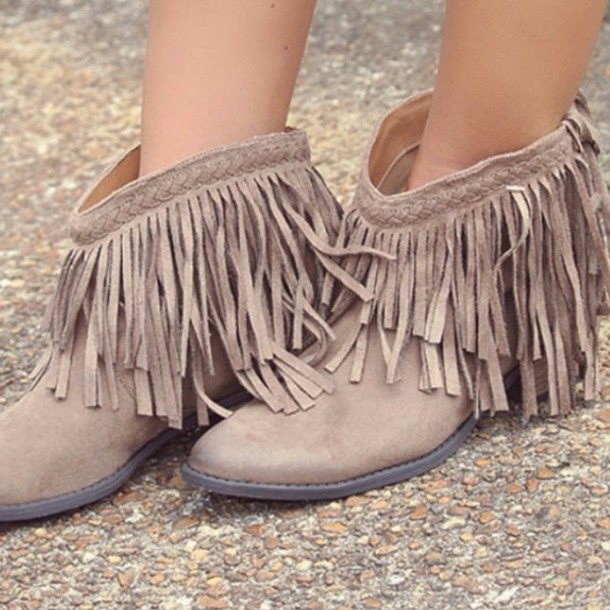 boho-boots 7 Bohemian Fashion Trends for Fall-Winter 2019