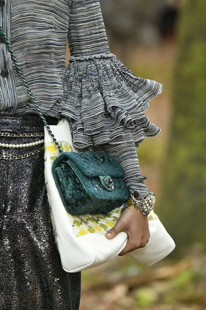 chanel-fall-winter-2019-oversized-bag-675x1014 7 Bohemian Fashion Trends for Fall-Winter 2021