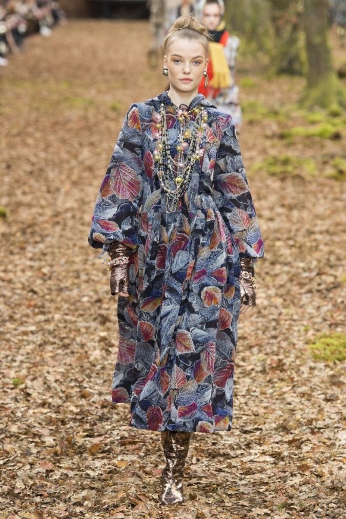 channel-winter-2019-fashion-accessories-675x1013 7 Bohemian Fashion Trends for Fall-Winter 2019