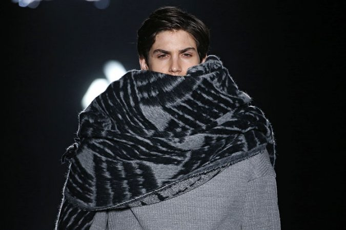 oversized-winter-scarf-for-men-675x450 8 Trendy Ways to Wear Winter Scarves Creatively .. [2019 Trends]