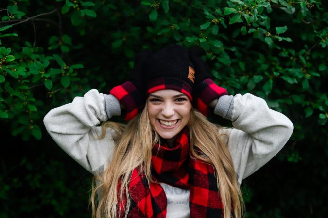 winter-scarf-Buffalo_check_hat_mittens-and-scarf-675x450 8 Trendy Ways to Wear Winter Scarves Creatively .. [2019 Trends]