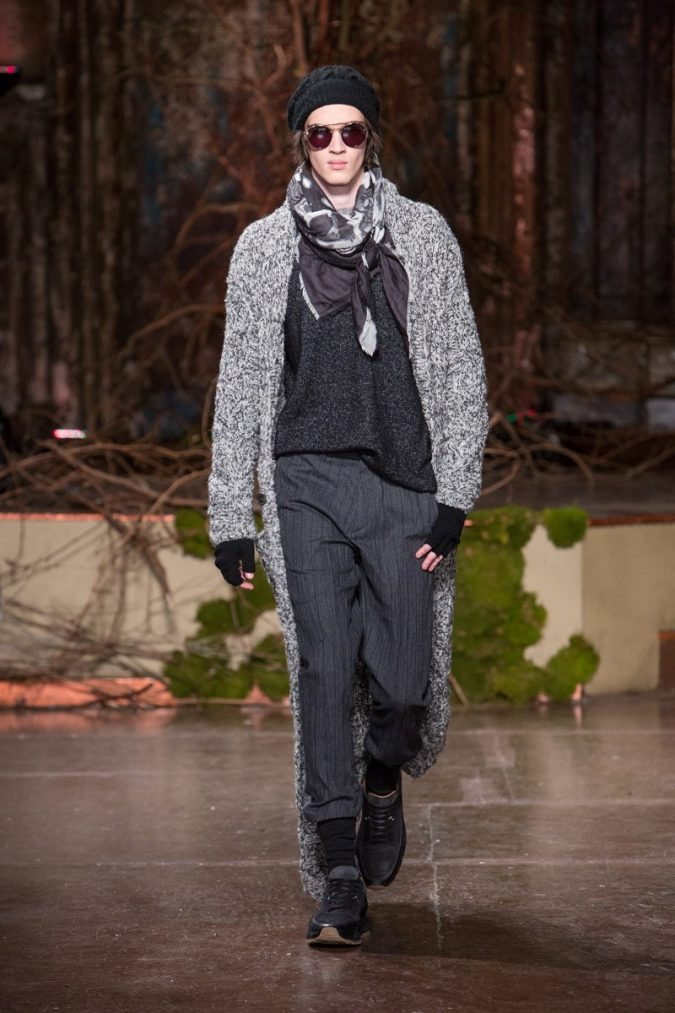 winter-scarf-for-men-John-Varvatos-Fall-Winter-2018-2019-New-York-Fashion-Week-675x1013 8 Trendy Ways to Wear Winter Scarves Creatively .. [2019 Trends]