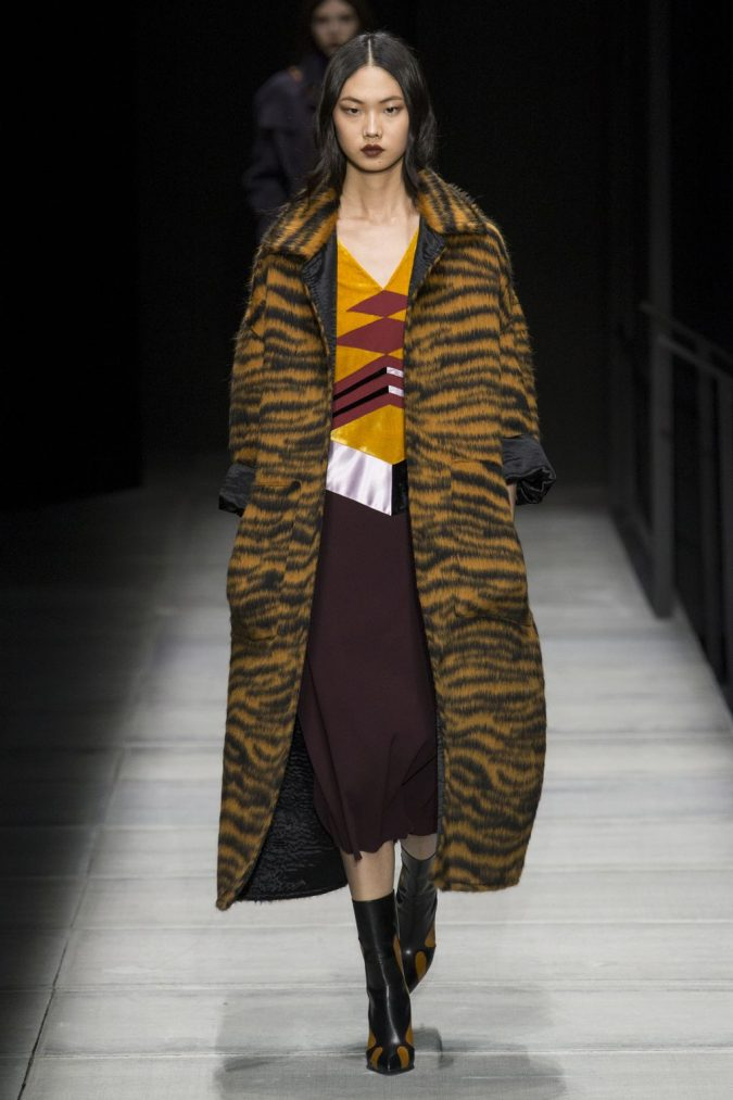 boho-outfit-Autumn-Winter-2018-2019-Animal-Prints-Bottega-Veneta-675x1013 70+ Elegant Winter Outfit Ideas for Business Women in 2019