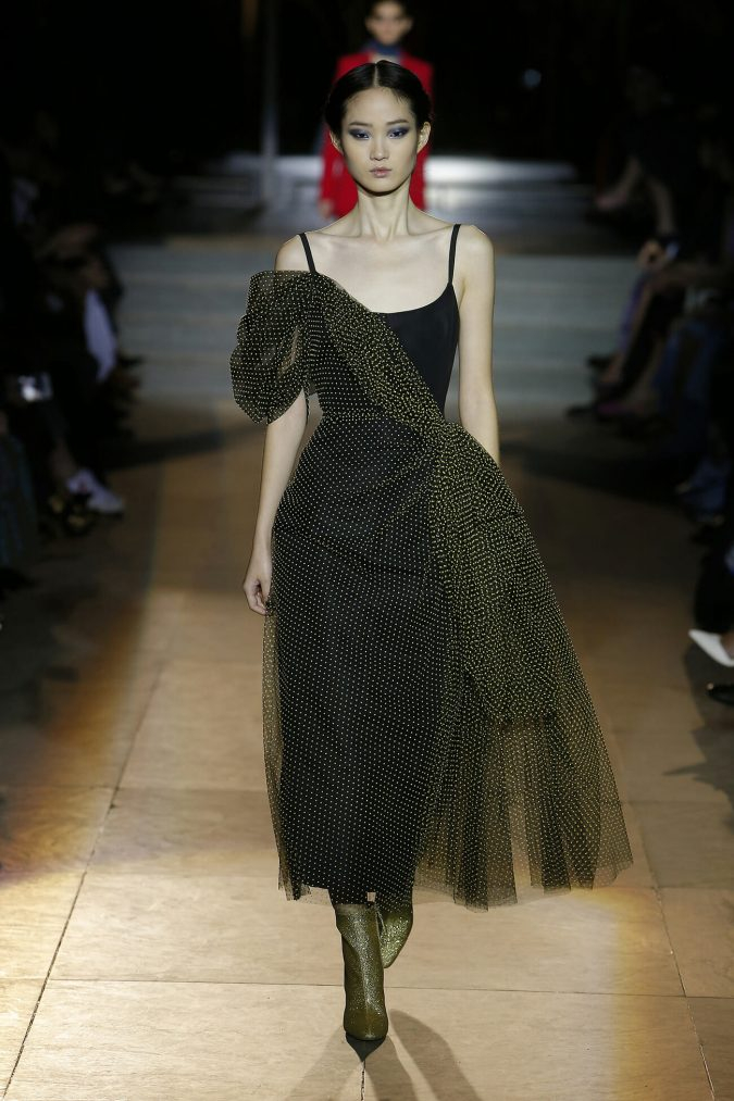 fall-outfit-gown-carolina-herrera-new-york-fashion-fall-2018-runway-show-look-29-675x1013 70+ Retro Fashion Ideas & Trends for Fall/Winter 2020