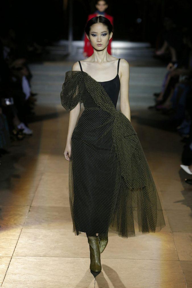 fall-outfit-gown-carolina-herrera-new-york-fashion-fall-2018-runway-show-look-29-675x1013 70+ Retro Fashion Ideas & Trends for Fall/Winter 2019