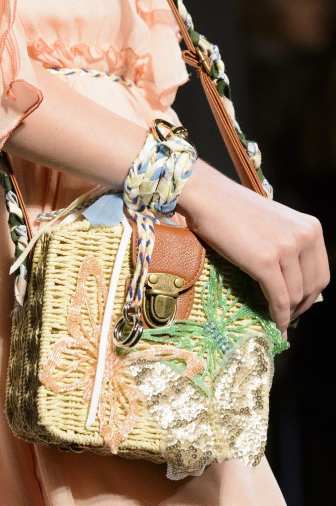 fashion-accessories-bag-vivienne-tam-spring-2018-675x1015 70+ Retro Fashion Ideas & Trends for Fall/Winter 2020