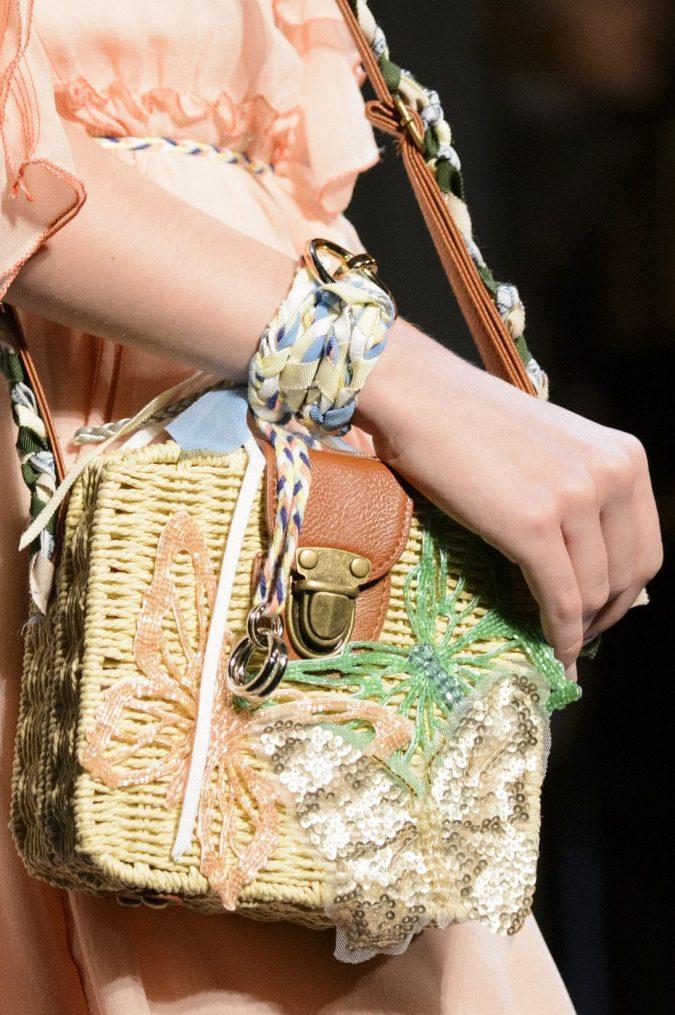 fashion-accessories-bag-vivienne-tam-spring-2018-675x1015 70+ Retro Fashion Ideas & Trends for Fall/Winter 2020