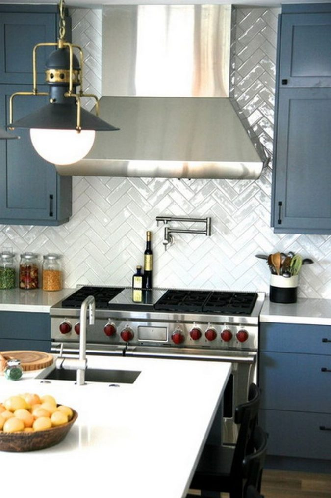 kitchen-decor-chevron-backsplash-675x1013 10 Outdated Kitchen Trends to Substitute in 2021