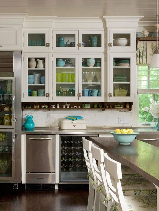 kitchen-decor-glass-cabinets 10 Outdated Kitchen Trends to Substitute in 2021