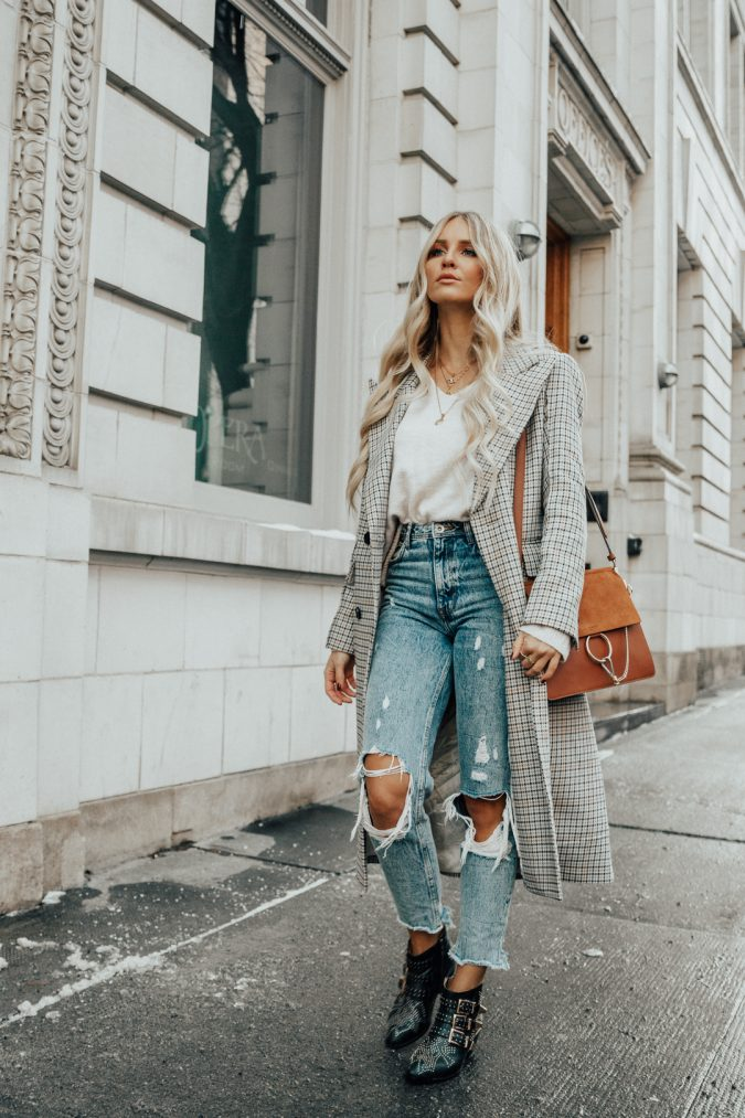 retro-Outfit-HM-Checked-Coat-Zara-Mom-Jeans-Chloe-Susanna-Boots-Chloe-Faye-Bag-675x1013 70+ Retro Fashion Ideas & Trends for Fall/Winter 2019