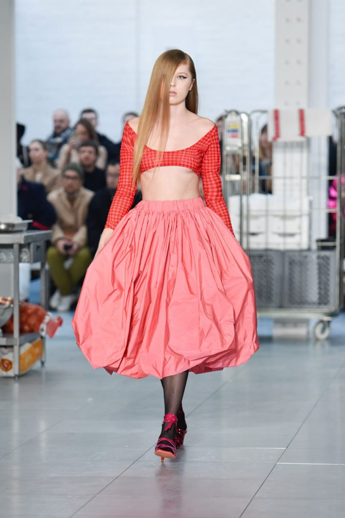 retro-fashion-outfit-poddle-skirt-cropped-top-Molly-Goddard-AW18-Look-14-675x1013 70+ Retro Fashion Ideas & Trends for Fall/Winter 2019