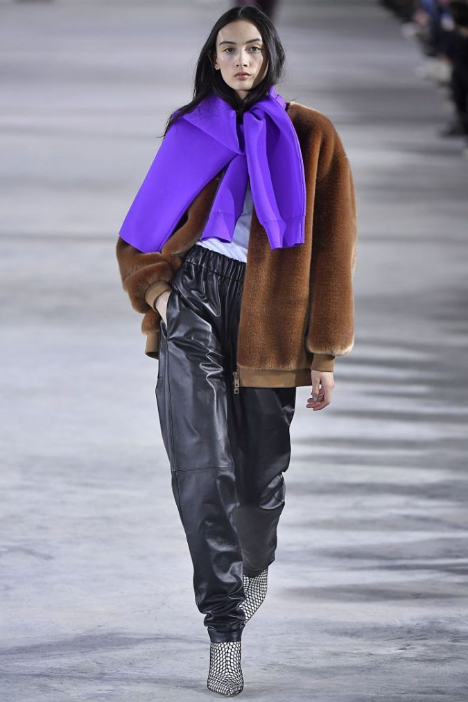 retro-fashion-winter-2019-outfit-track-pants-675x1012 70+ Retro Fashion Ideas & Trends for Fall/Winter 2019