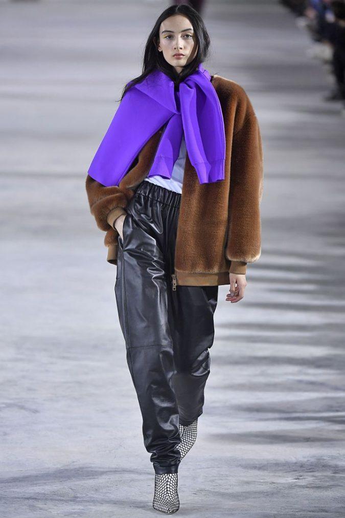 retro-fashion-winter-2019-outfit-track-pants-675x1012 70+ Retro Fashion Ideas & Trends for Fall/Winter 2020