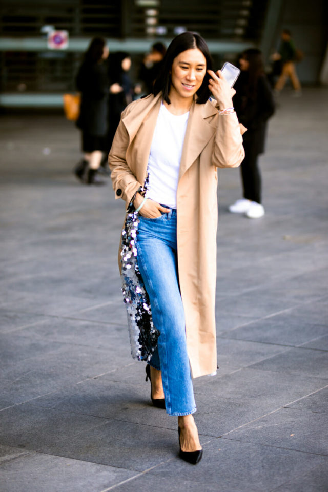 retro-outfit-mom-jeans-Street-Style-Paris-Fashion-Week-October-2018 70+ Retro Fashion Ideas & Trends for Fall/Winter 2019