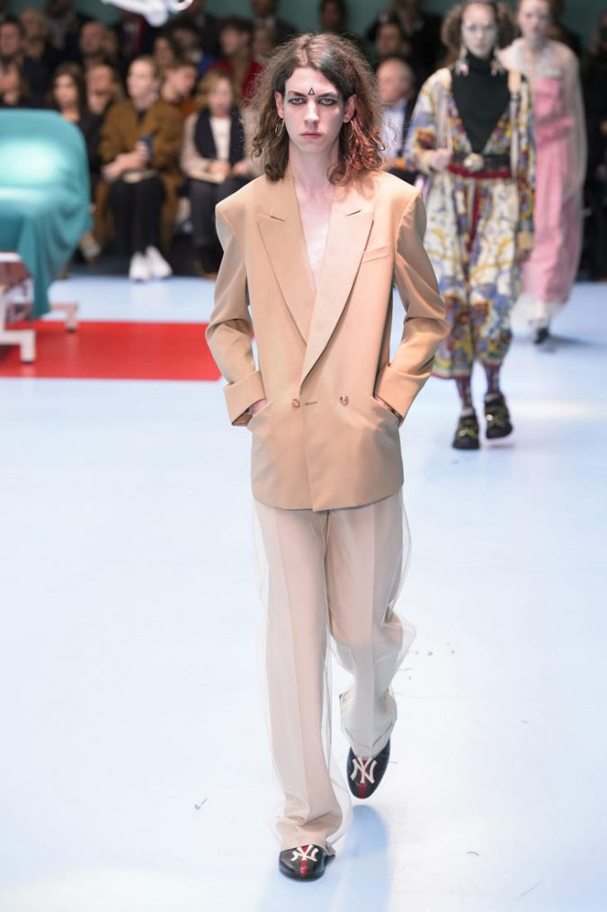 retro-outfit-suit-Gucci_RF18_0064-675x1014 70+ Retro Fashion Ideas & Trends for Fall/Winter 2019