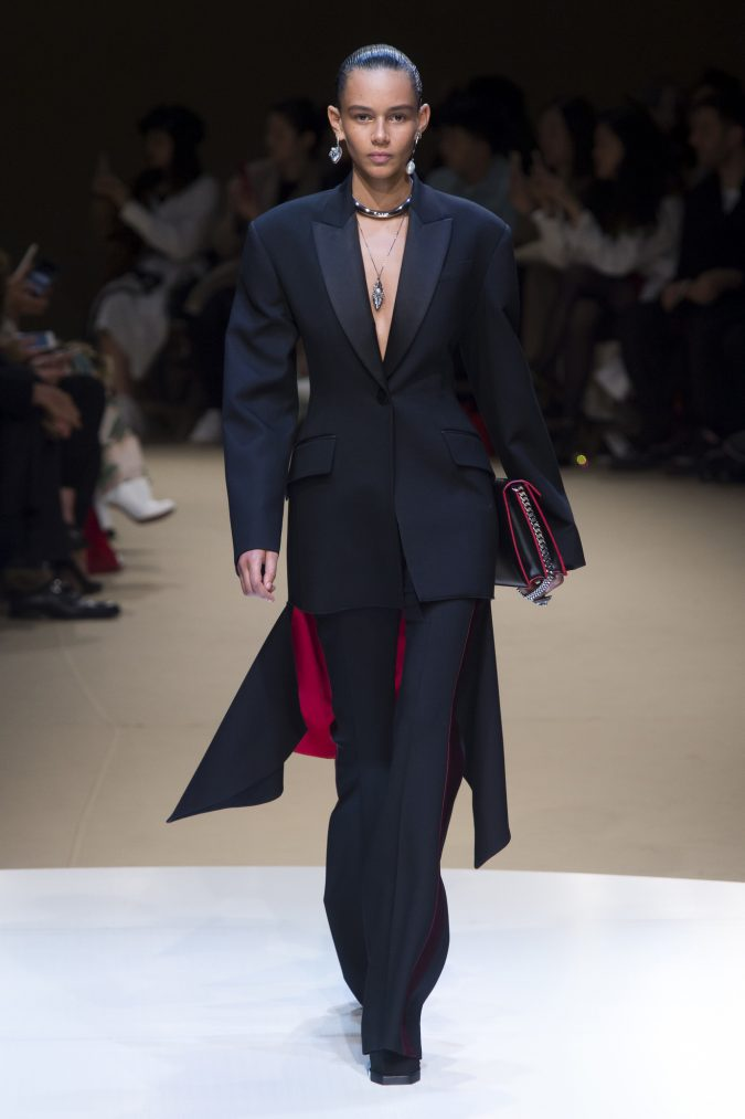 winter-outfit-suit-Alexander-Mcqueen-fall-winter-2019-675x1013 70+ Retro Fashion Ideas & Trends for Fall/Winter 2019