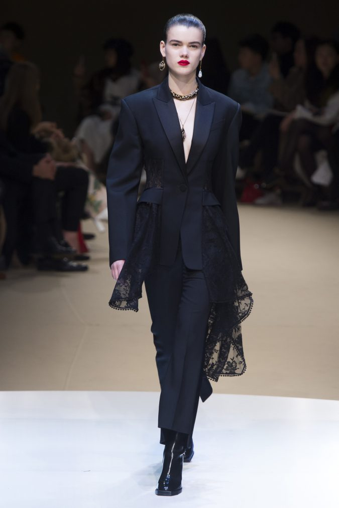 winter-outfit-suit-alexander-mcQueen-winter-2019-675x1013 70+ Retro Fashion Ideas & Trends for Fall/Winter 2020