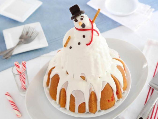 Snowman-cake-675x507 Make this Christmas Day Delighted with Delicious Theme Cakes