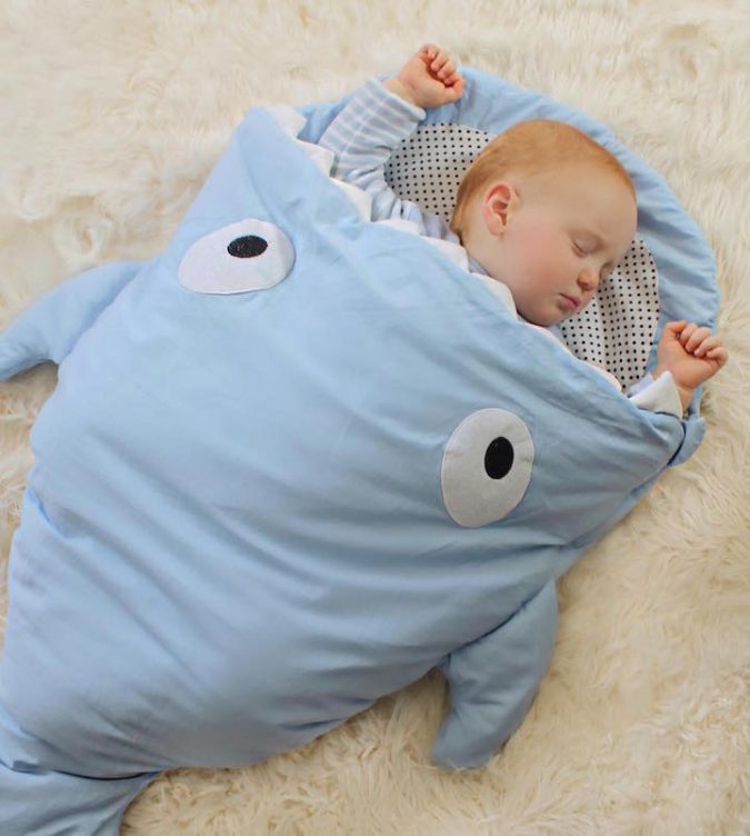 baby-shark-bag-10-675x752 Cute Baby Sleeping Shark