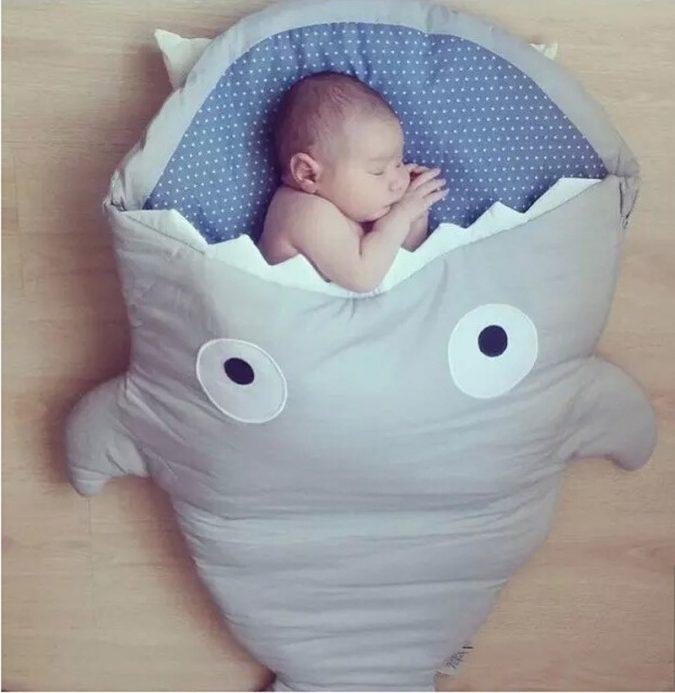 baby-shark-bag-6-675x693 Cute Baby Sleeping Shark