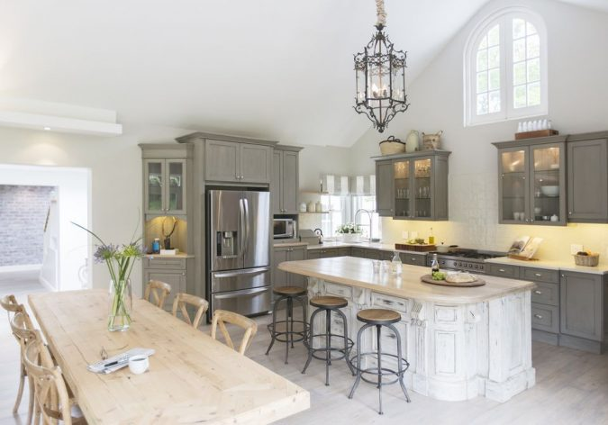 kitchen-design-contrast-between-classic-and-modern-675x472 Top 10 Stylish and Practical Kitchen Design Trends for 2019