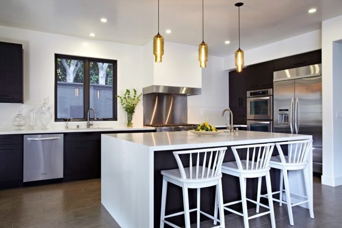 kitchen-pendant-lighting-675x450 Top 10 Stylish and Practical Kitchen Design Trends for 2019