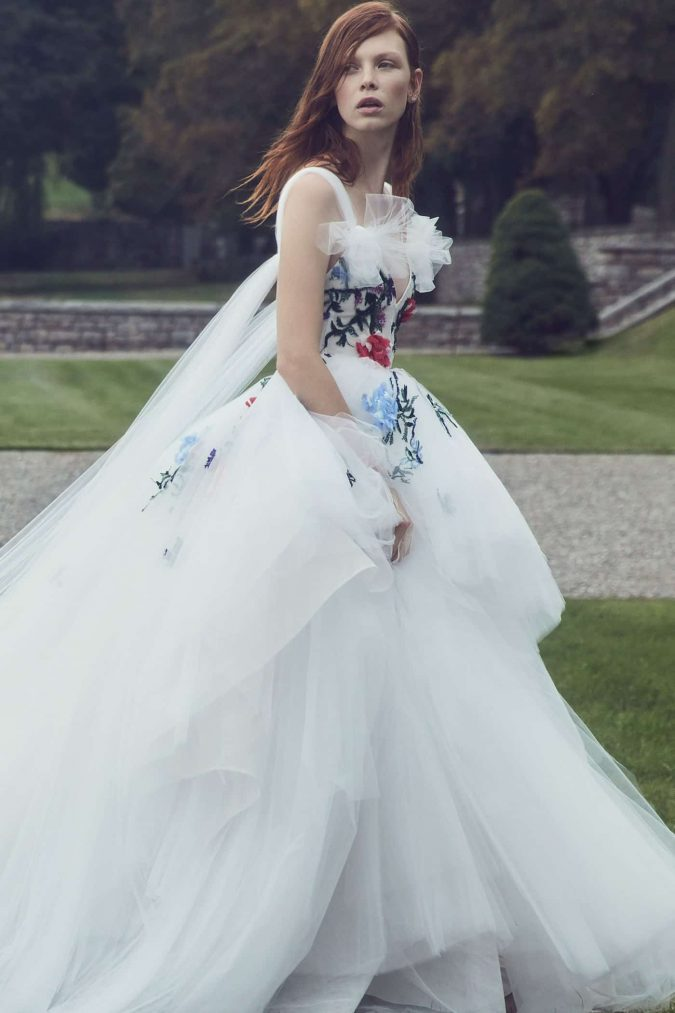 monique-lhuilier-fall-2019-bridal-675x1013 150+ Bridal Fashion Trends and Ideas for Fall/winter 2020