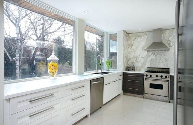 one-piece-backsplash-for-kitchen-675x437 Top 10 Stylish and Practical Kitchen Design Trends for 2019
