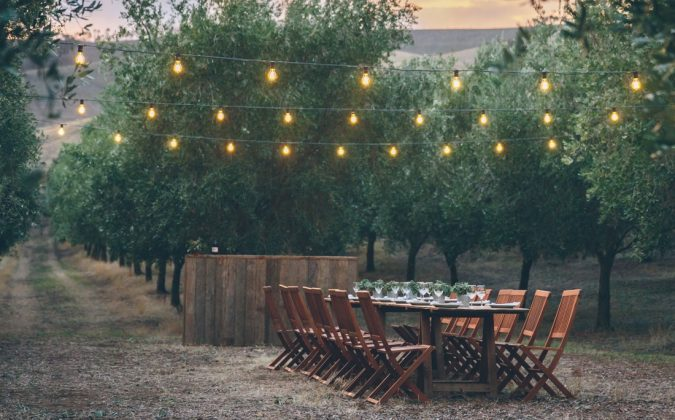 simple-wedding-2-675x420 10 Outdated Wedding Trends to Avoid in 2019