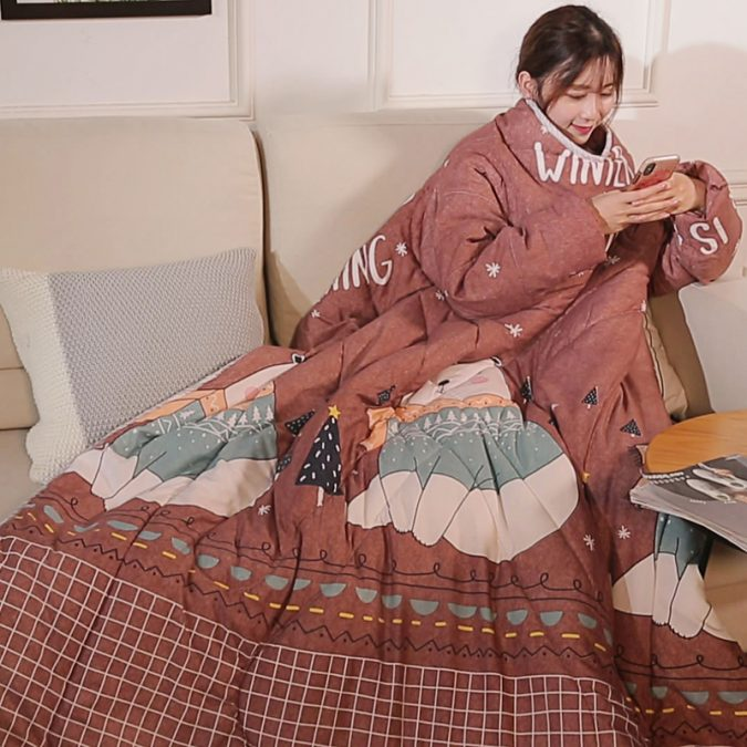 sleeved-quilt-5-675x675 Winter Lazy Quilt with Sleeves