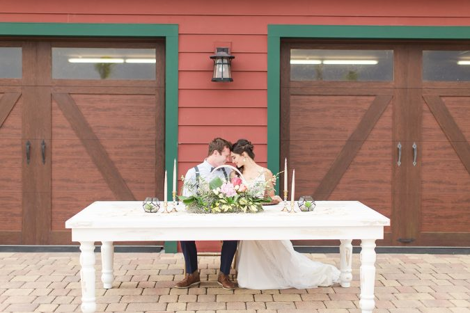 wedded-couple-central-table-2-675x450 10 Outdated Wedding Trends to Avoid in 2019