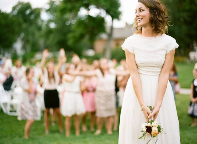 wedding-Bouquet-toss-2-675x494 10 Outdated Wedding Trends to Avoid in 2019