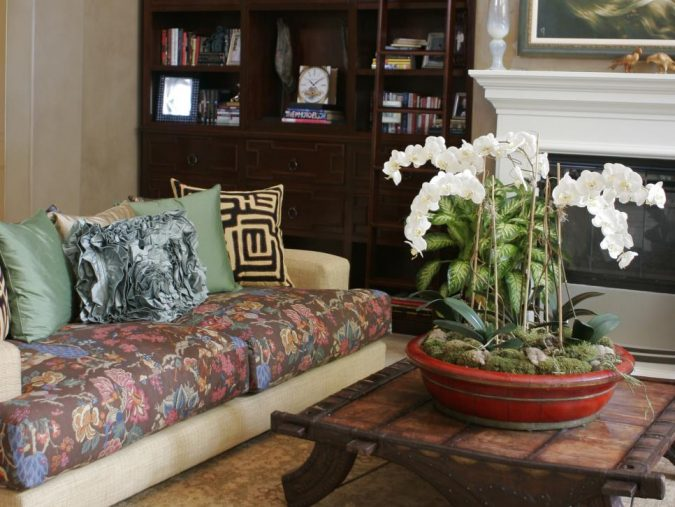 Large-Floral-Patterns--675x507 15 Outdated Home Decorating Trends Coming Back in 2019