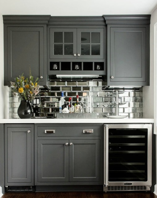 Mirror-kitchen-backsplashes 15 Outdated Home Decorating Trends Coming Back in 2019