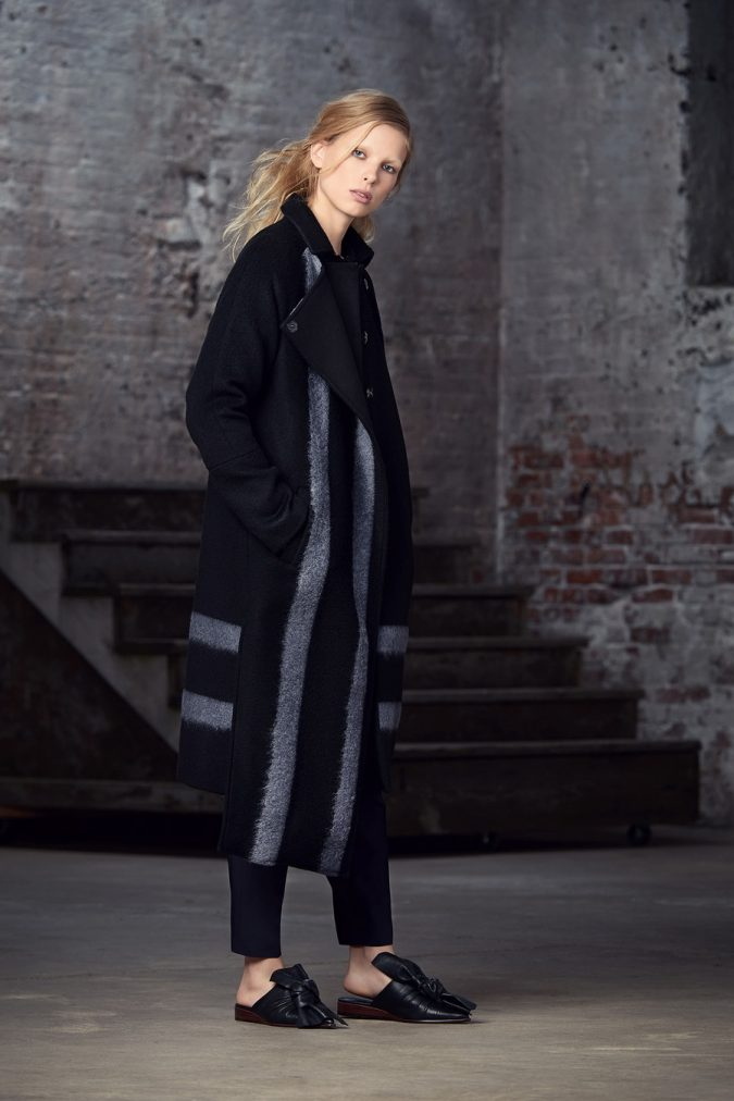 Oversized-Coat-women-outfit-675x1012 70+ Elegant Winter Outfit Ideas for Business Women